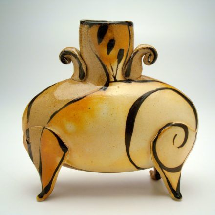 V75: Main image for Vase made by Suze Lindsay