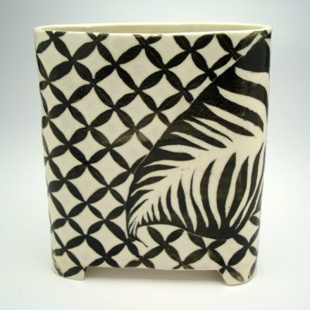 V84: Main image for Vase made by Louise Rosenfield