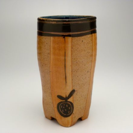 V98: Main image for Vase made by Suze Lindsay
